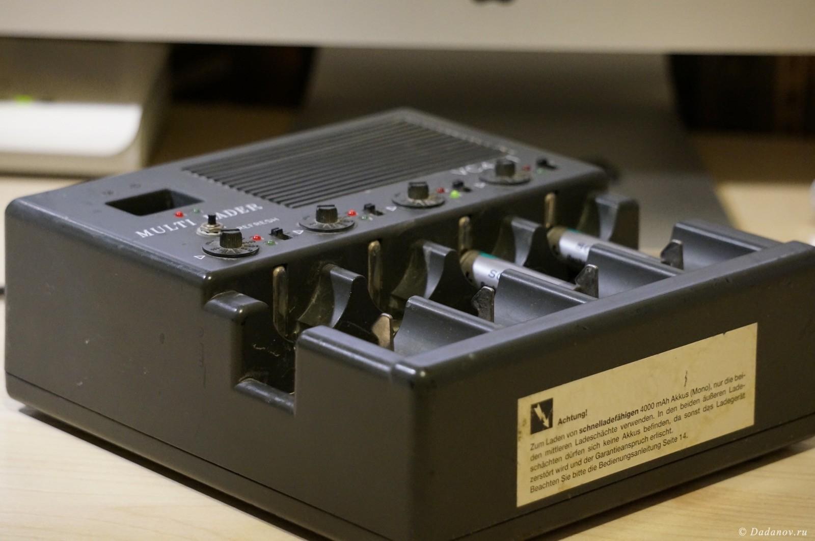 Вот так выглядит оригинальное зарядное устройство, которое я купил на аукционе, очень уж сильно захотелось подержать в руках и попользоваться таким интересным устройством, посмотреть его схемотехнику